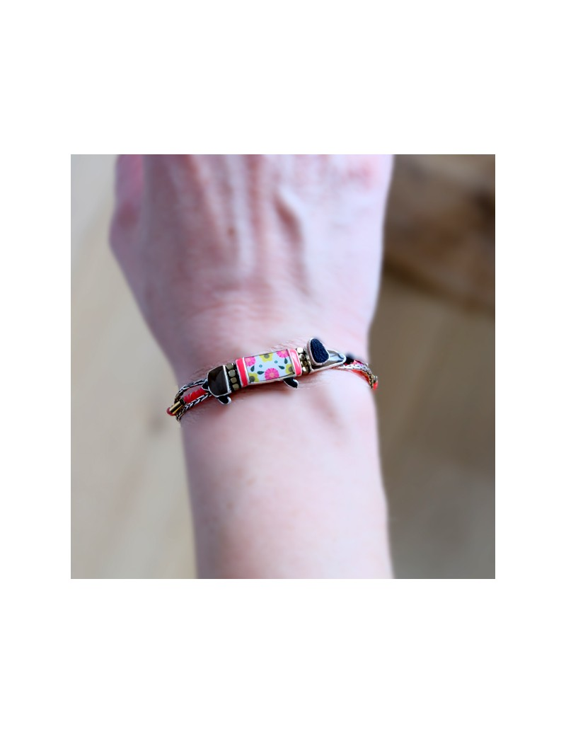 Bracelet large en cuir rose avec poils roses