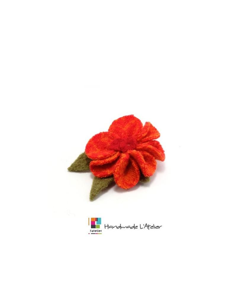 Broche fleur orange en laine