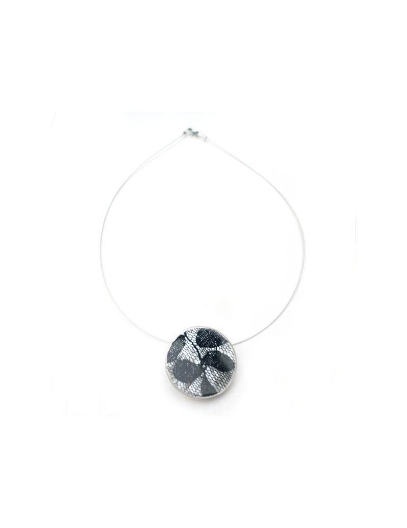 Boucle d'oreille en corne grise et métal argenté