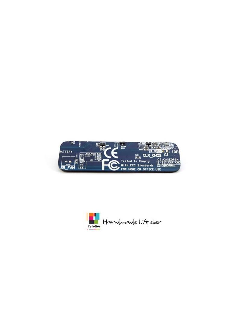 Boucle d'oreille crayon recyclé bleu
