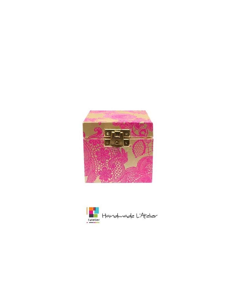 Boîte à bijoux en bois rose...