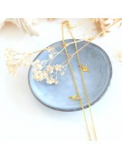 Collier en métal doré chaîne avec perles colorées