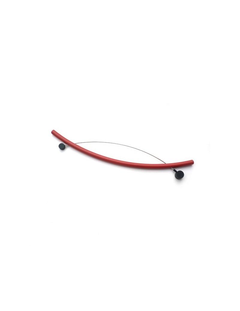 Broche en PVC rouge